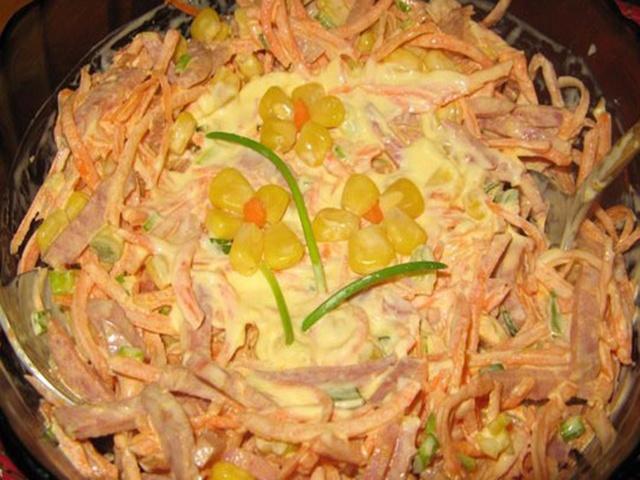 Салат с корейской морковкой и копчёной курицей - image1